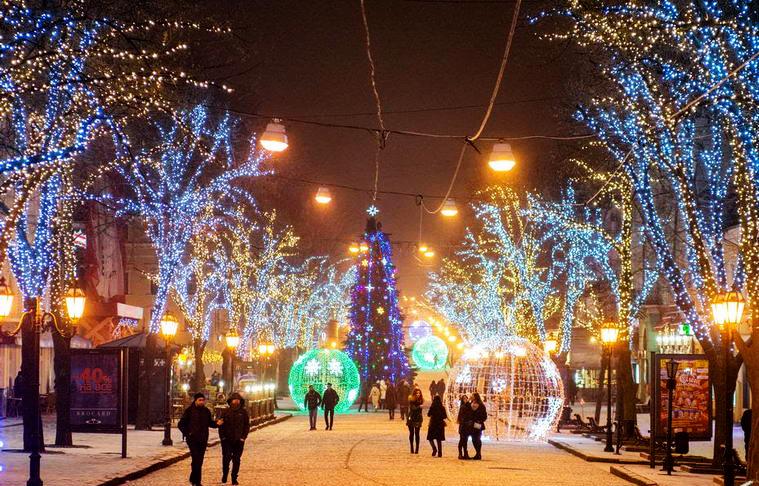 Christmas tree on Deribasovskaya street